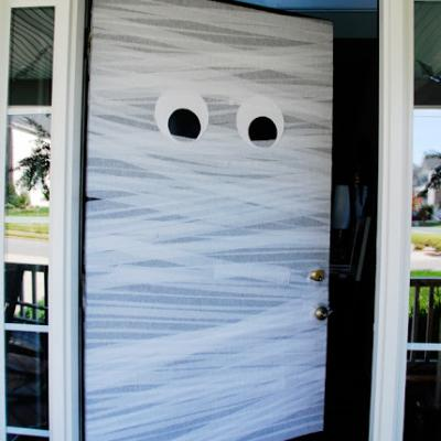 a-mummy-door-welcome-halloween-decorations